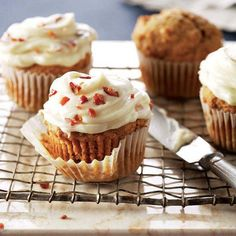 Pumpkin Cupcakes with Maple-Bacon Icing. These luscious cupcakes combine the sweet and savoury flavours of pumpkin, maple and bacon, enhanced by delicious spices from Club House. Icing Recipe, Frosting Recipes, Cupcake Recipes, Cupcake Cakes, Dessert Recipes, Cup Cakes, Maple Bacon Cupcakes, Pumpkin Cupcakes, Pumpkin Dessert