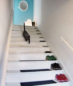 33 Ingenious Ways To Store Your Shoes Diy Shoe Storage, Diy Shoe Rack, Storage Ideas, Shoe Racks, Organization Ideas, Towel Storage, Old Ladder, Simple Shoes, Casual Shoes