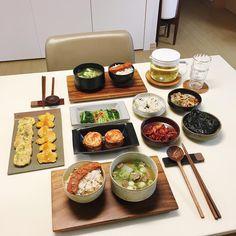 Some 🍜 with meat and fish Korean Street Food, Korean Food, K Food, Food Porn, Cafe Food, Aesthetic Food, Food Cravings, I Love Food, Soul Food