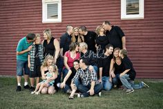 Large group Family photo ideas-maybe just the grandparents kissing and everyone looking in? Large Group Photography, Extended Family Photography, Extended Family Photos, Large Family Poses, Cute Photography, Family Posing, Family Portraits, Family Pics, Large Families