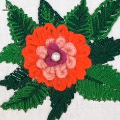 Hand Embroidery Flower Designs, Bead Embroidery Tutorial, Basic Embroidery Stitches, Hand Embroidery Videos, Diy Embroidery, Embroidery Techniques, Cross Stitch Embroidery, Brazilian Embroidery, Sewing Art