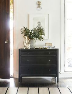 This black mahogany dresser is a bit of a chameleon. Style it as a traditional bedroom dresser, in the entryway with ceramic dishes to hold your keys and loose change, or in your master bathroom as storage for clean towels and linens. Home Design, Home Interior Design, Design Design, Plywood Furniture, Furniture Design, Furniture Ideas, Style At Home, Living Room Decor, Bedroom Decor