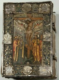 The Crucifixion Of Christ. Medieval Books, Medieval Art, Medieval Jewelry, Religious Icons, Religious Art, Antique Books, Vintage Books, Bible Covers, Book Covers