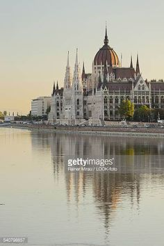 Reflection in the water, parliament in the evening, Lajos Kossuth Square, Danube, Danube, Budapest, Hungary