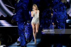 Taylor Swift performs onstage during The 1989 World Tour on June 13, 2015 at Lincoln Financial Field in Philadelphia, Pennsylvania. (Photo by Dimitrios Kambouris/LP5/Getty Images for TAS)