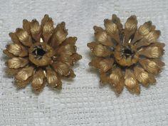 Vintage 1970s LISNER Gold Tone Floral by delightfullyvintage, $14.00
