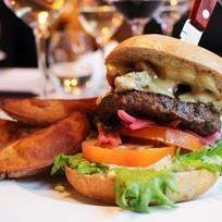 Ravintola Mylläreiden rouhea hirviburger! Elk burger by Restaurant Myllärit. Albumi: MenuKevat2015