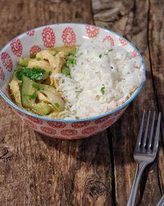 Cenas muy  (picantes): Curry verde de pollo acompañado de arroz thai estamos  de lo que pica pero que rico .