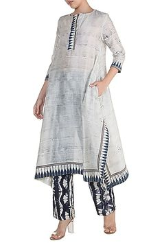 Featuring an off white tunic with hand brush print. Featuring an off white tunic with hand brush print. Tunic Designs, Kurti Neck Designs, Kurta Designs Women, Indian Tunic, Indian Ethnic Wear, Indian Dresses, Indian Outfits, Pakistani Dress Design, Pakistani Casual Wear