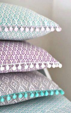 almohadas con pelotitas de fieltro  precio $180