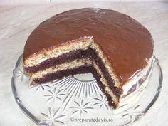 Tort cu blat de cacao si nuca si crema de vanilie Tiramisu, Food Porn, Cakes, Ethnic Recipes, Fine Dining, Pastries, Tiramisu Cake, Torte, Cookies