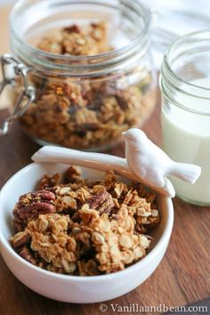 Maple Pecan Granola- Made this, super yummy as a snack but too sweet for breakfast -Alicia Real Food Recipes, Vegan Recipes, Cooking Recipes, Yummy Food, Sweets Recipes, Vegan Food, Delicious Recipes, Free Recipes, Healthy Treats