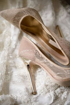 Zapatos en color para novia ¡Elige los más elegantes!