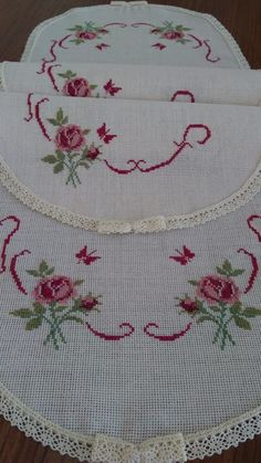 Şablonunu bul Cross Stitch Flowers, Cross Stitch Designs, Embroidery, Crochet, Pattern, Crafts, Embroidery Ideas, Cross Stitch Embroidery, Farmhouse Rugs