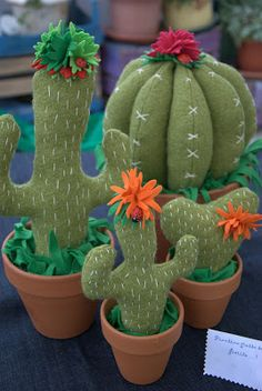Felt Diy, Felt Crafts, Diy And Crafts, Crafts For Kids, Cactus Craft, Cactus Decor, Felt Flowers, Fabric Flowers, Cactus Fabric
