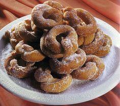 Les Rosquilhas ou anneaux sont faites de farine de blé, eau-de-vie, oeufs, sucre, lait et huile d'olive, et sont frites, et saupoudrés de sucre et cannelle.