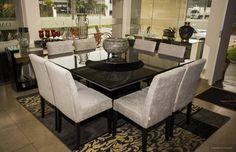 <b>Casa Diva</b> Mesa de jantar quadrada para 8 lugares em laca preta.