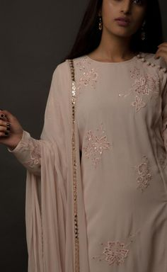 Sleeves Designs For Dresses, Neck Designs For Suits, Dress Neck Designs, Kurta Designs Women, Salwar Designs, Dress Indian Style, Indian Outfits, Indian Wear, Pakistani Fashion Casual