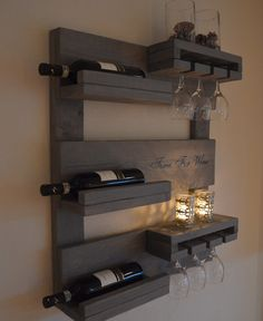 - All For House İdeas Wine Rack Wall, Wine Glass Rack, Palette Deco, Rustic Wine Racks, Pallet Wine, Pole Barn Homes, Bars For Home, Pallet Furniture, Home Projects