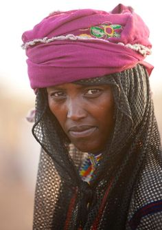 Karrayyu tribe woman Ethiopia. Not easy to meet they keep their traditions and do not like tourists too much pic.twitter.com/DddGF6OfT4