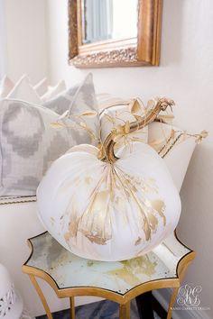 Velvet Pumpkins, Fall Pumpkins, Fall Home Decor, Autumn Home, Thanksgiving Decorations, Halloween Decorations, Fall Decorations, Shabby Chic Fall, Golden Harvest