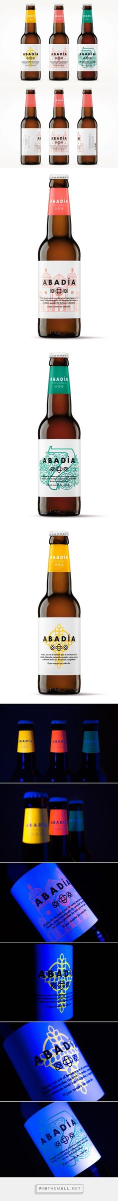 Abbeys (Las Abadías) Packaging of the World. Fabulous beer label created with fluorescent glow-in-the-dark ink. Beverage Packaging, Bottle Packaging, Brand Packaging, Cool Packaging, Packaging Inspiration, Beer Factory, Beer Label Design, Beer Brands, Branding
