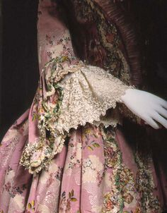 Sleeve detail of robe à la Française