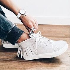 Love those fringed sneakers.