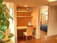 リビングの一角に設けられた小さな書斎コーナー。押入れサイズ[住友林業]