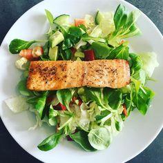 Nestíháte, nevíte, co vařit a potřebujete poradit? Dáme vám inspiraci na zdravé rychlé obědy, po kterých nepřiberete a zvládne je každý. Fresh Rolls, Food Hacks, Cobb Salad, Healthy Life, Sandwiches, Food And Drink, Health Fitness, Healthy Recipes, Ethnic Recipes