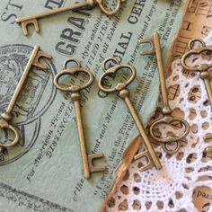 Color: Antiqued brass Size/Measurements:40MMX13MM, 1 1/2 inches length,1/2 inch width. Quantity:50 pieces Alloy metal; nickel free, lead free, and cadmium free.  Ideas for These Findings: Steampunk Supplies Scrapbooking Wedding Key Craft Supplies If you have any questions please contact me ASAP. I usually check my messages daily.