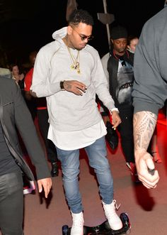 Chris Brown Rides Electric Skateboard - http://oceanup.com/2015/05/21/chris-brown-rides-electric-skateboard/