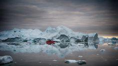 Boot vor Eisberg von TheSwissGuy
