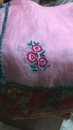 Embroidery Suits Punjabi, Embroidery Suits Design, Flower Embroidery Designs, Embroidery Fashion, Machine Embroidery Designs, Embroidery Patterns, Hand Work Embroidery, Simple Embroidery, New Style Suits