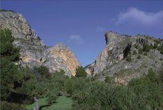 Barranc del Cint una formación geológica singular, símbolo de la ciudad de #Alcoy dentro del Parque Natural Serra de Mariola. #Alcoi #naturaleza