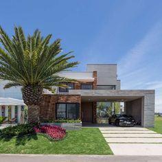 Galeria de Casa M31 / Martin arquitetura + engenharia - 4 Modern Exterior House Designs, Modern House Design, Facade Architecture, Contemporary Architecture, Studio Arthur Casas, 3d Home Design, Boundary Walls, Welcome To My House, Garage Pergola