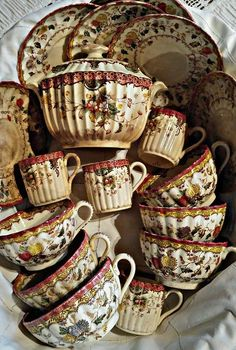 Porcelain Made In China Info: 7847611473 Antique Dishes, Vintage Dishes, Antique China, Vintage China, Vintage Tea, Tea Art, My Cup Of Tea, China Dinnerware, Porcelain Ceramics
