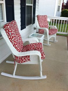 White Wicker on a Front Porch Outdoor Wicker Furniture, Porch Furniture, Wicker Chairs, Porch Decorating, Decorating Ideas, White Wicker, Front Porch, Living Area, Sweet Home