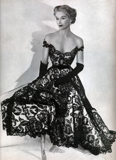 50's Style. When women knew HOW to look attractive before leaving the house!
