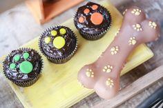 Aniversário de 2 anos do Caê | Macetes de Mãe Mini Cupcakes, Desserts, Puppy Birthday, 2 Year Anniversary, Ideas Party, Little Puppies, 1 Year, Falling Down, Pictures