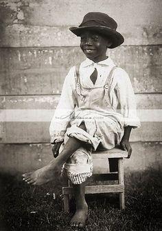 Unidentified African American boy, c. Via Louisiana State University. Vintage Children Photos, Vintage Pictures, Vintage Images, Idda Van Munster, Vintage Black Glamour, Model Foto, American Children, Black History Facts, Le Far West