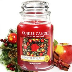 Yankee Candle Red Apple Wreath - smells just like fresh picked apples!