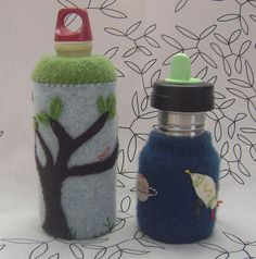 felted water bottle cozies-- maybe I can modify to fit my coffee pot or french press. Felt Crafts, Diy Crafts, Water Bottle Covers, Wool Felt, Felted Wool, Felt Decorations, Crafts For Kids To Make, Wet Felting, Cool Things To Make
