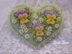 Hand+beaded+pansy+pin+by+GlosterQueen+on+Etsy