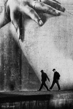 Le marionnettiste | brilliant black & white photography | vintage | perspective | shadow | walk | walking | billboard | stroll | www.republicofyou.com.au