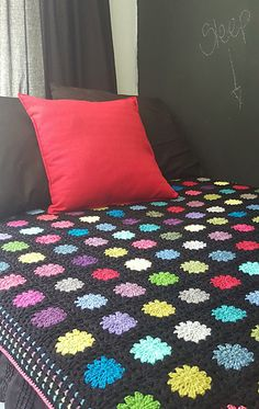 Errata: typo in the pattern : make 12 strips of 12 blocks each. The total amount of completed blocks should be 144 and NOT 124 as noted on the pattern. Crochet Stitches Patterns, Crochet Motif, Knit Crochet, Free Crochet, Crochet Circles, Crochet Blocks, Crochet Afgans, Crochet Blankets, Manta Crochet
