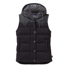 This quilted, hooded 600-fill-power duck down vest made of nylon canvas is wind- and water-resistant and insulated with 100% Traceable Down.
