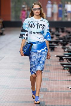 3 Looks: my #PFW picks from #Kenzo. Design duo Carol Lim an Humberto Leon made a pronounced statement about overfishing by employing sea motifs, wave prints, surf culture and glistening tech materials.