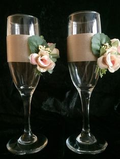 Wedding toasting flutes, champagne glasses , wedding gift, bridal shower and engagement gift, hand d Bride And Groom Glasses, Wedding Wine Glasses, Wedding Champagne Flutes, Champagne Glasses, Decorated Wine Glasses, Unique Bridal Shower, Toasting Flutes, Wedding Toasts, Wine Bottle Crafts