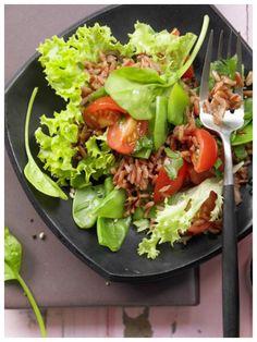 Nussige Verführung mit Biss für Veggi-Fans: Gemüse-Reis-Salat mit Zuckerschoten und Spinat | http://eatsmarter.de/rezepte/gemuese-reis-salat